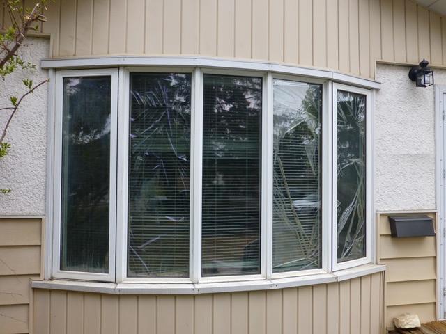 Review of vinyl window pro windows doors installation for Vinyl window reviews